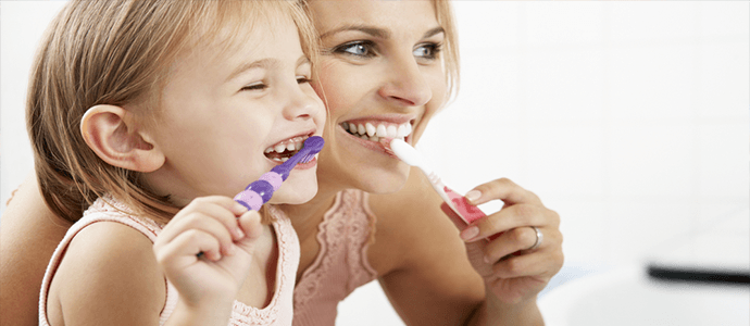 Look-after-your-teeth-at-christmas-our-top-tips-brushing